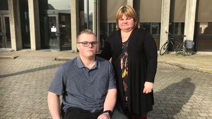 """Michiel (19) raakte verlamd bij aanrijding: """"Ik neem die vrouw niets kwalijk. Maar het is wel zwaar om te horen dat ze de vrijspraak vraagt"""""""