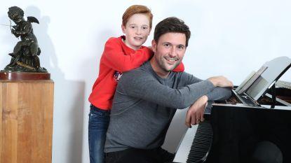 """Zanger David Vandyck maakte nummer over relatie met zijn zoon Niels: """"Hij kreeg op school te horen dat hij geadopteerd is"""""""