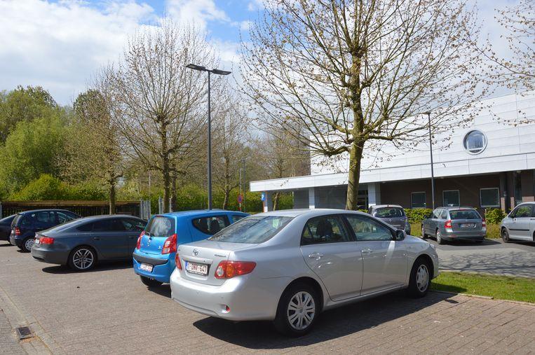 De parking van de sporthal zal worden uitgebreid.