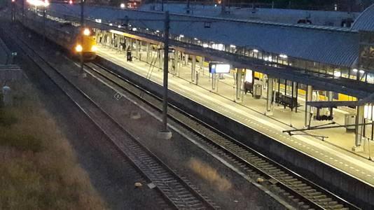 Station Den Bosch opnieuw ontruimd vanwege man met vuurwapen.