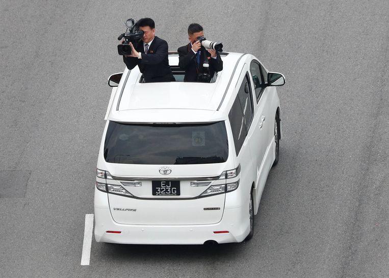 Officiële cameramannen reizen ook mee om de hele rit vast te leggen voor de Noord-Koreaanse staatsmedia.