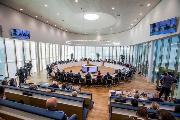 De Westlandse gemeenteraad gaat de komende tijd digitaal vergaderen. Alleen de voorzitter en de griffie zitten dan in de zaal. De rest is thuis.