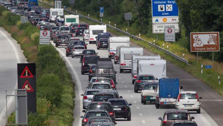Verkeer op de snelweg bij het Duitse Rendsburg. Beeld epa