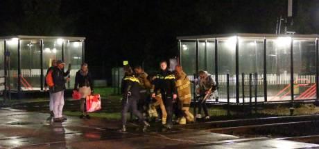 Rolstoelers kwamen zonder brandweer niet van midden perron Wolfheze