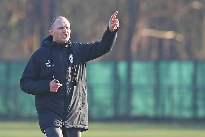 """Joseph Oosting leidt de training van Vitesse.  ,,Ik hou van discipline, ik hou van structuur en ik hou van passie."""""""