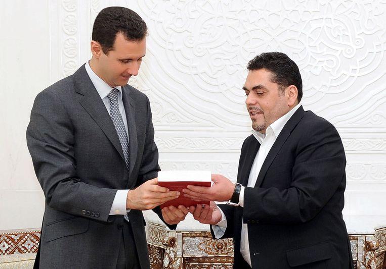 Kuntar (rechts) met de Syrische president Bashar al-Assad.