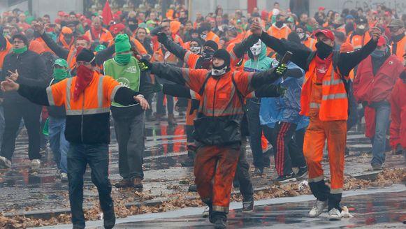 Op 6 november kwam het al tot zware confrontaties tussen de Brusselse politie en enkele Antwerpse dokwerkers.