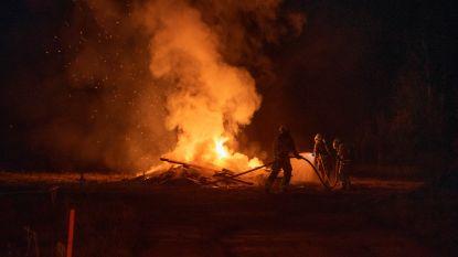 Vier brandweerkorpsen naar uitslaande woningbrand, maar het blijkt hevige afvalbrand