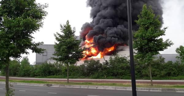 'Brand meester' bij grote brand op industrieterrein in ...