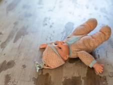Vader (38) drukte op oogbollen van dove dochter (7) en stopte brood in haar onderbroek