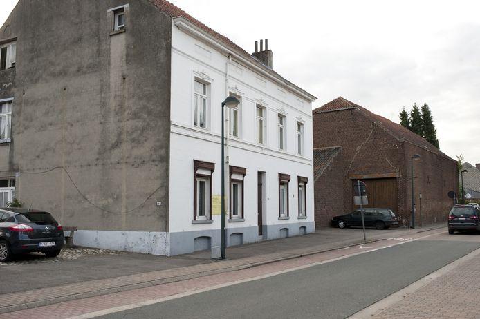 Hoeve van Sever (met witte voorgevel) werd in 1717 gebouwd.