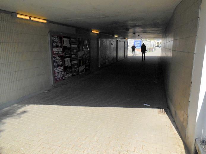 Voetgangerstunnel tussen Spoorlaan en NS-Plein.