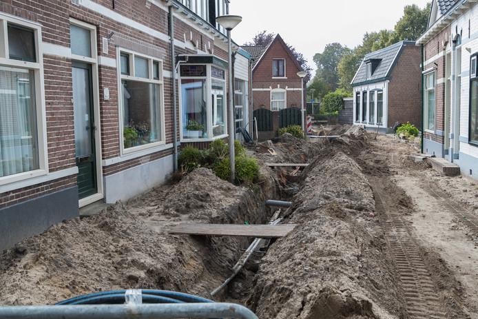 Rioolwerzaamheden in de Nieuwstraat in Wijhe.