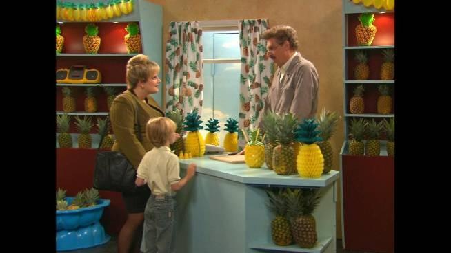 Bekijk hier de volledige ananassketch van Studio Tarara!