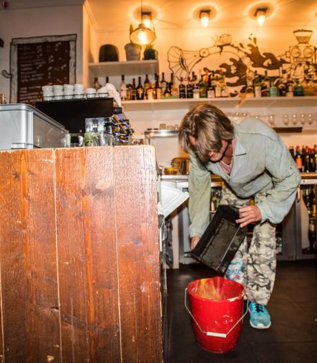 Alles voor de kunst; de cafés langs voor Waalwijks koffiedrab-huisje