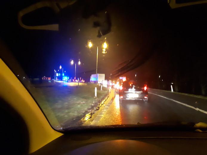 Politiecontrole op de afrit van de A73 bij Cuijk.