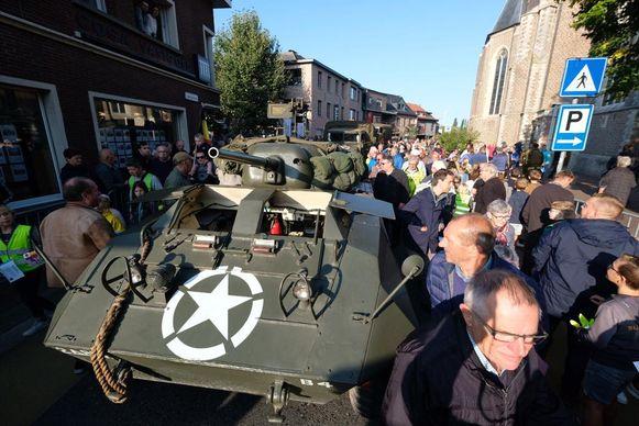 De Bevrijdingscolonne lokte een massa volk naar Brecht.