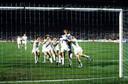 Uitzinnige spelers omhelzen Van Breukelen na de gepakte strafschop
