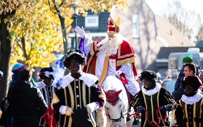 Alleen nog zwarte pieten vorig jaar bij de intocht van Sinterklaas in Riel.