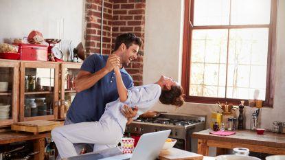 Miniseks, telefoonflirten en de reset: het geheim van een gelukkige relatie zit in 5 minuutjes per dag
