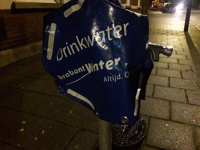 Het drinkpunt waar mensen water kunnen halen.