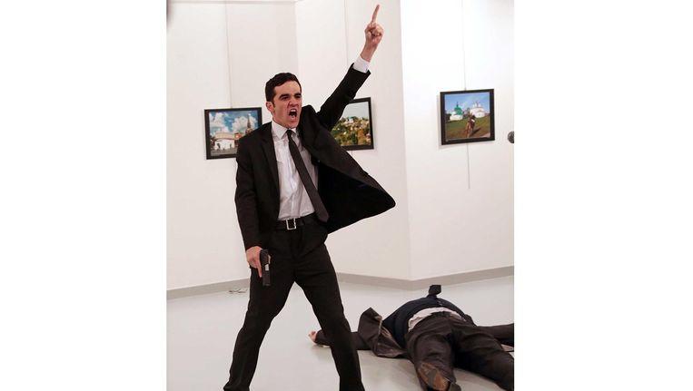 Het moment vlak na de aanslag. Beeld Burhan Ozbilici / AP