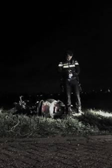 Gedumpt scooterwrak langs de A29: eigenaar inmiddels bekend bij politie