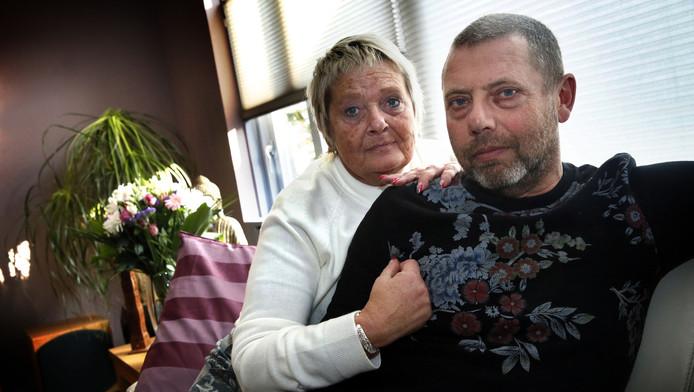 Theo van Ballegooijen en zijn vrouw Jenny: 'We zoeken al jaren antwoorden. DuPont, geef ons die.'