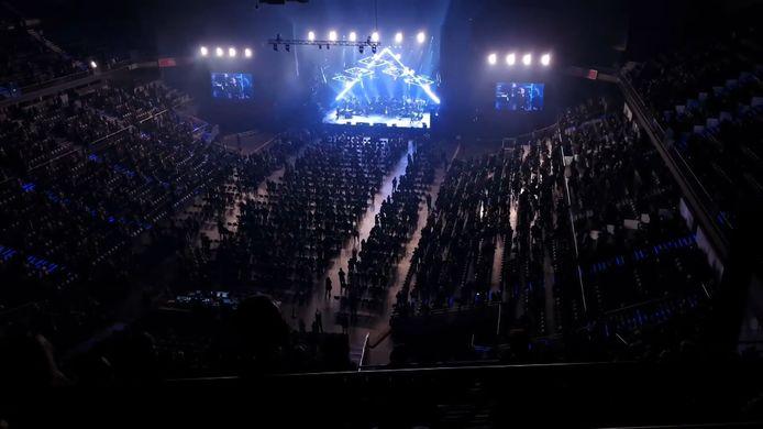 5 000 personnes se sont réunies dimanche au Palais des sports de Madrid pour assister à un concert du chanteur espagnol Raphael.