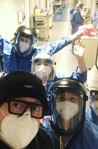 """Acteur Peter Thyssen revalideert na twee weken ziekenhuis door Covid-19: """"Virus heeft een serieus oorlogje gevoerd in mijn lijf"""""""