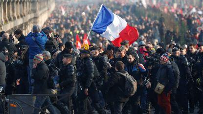 Franse ministerraad keurt omstreden pensioenhervorming goed, betogers komen opnieuw op straat