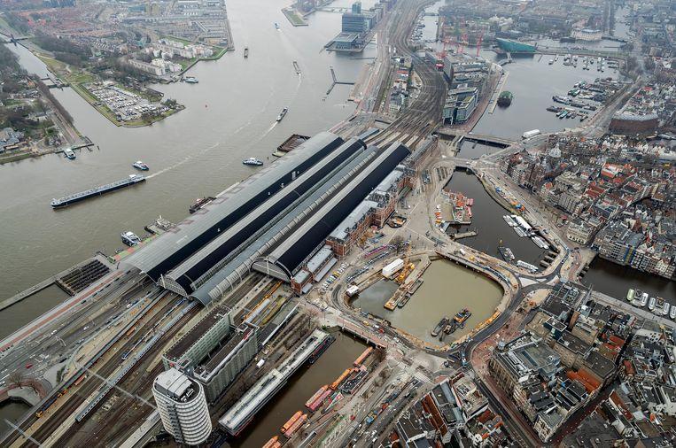 Luchtfoto van het plein voor Centraal Station Amsterdam. Beeld ANP