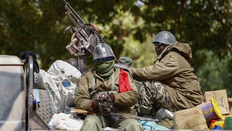 Malinese soldaten in Diabaly, volgens een ooggetuige heeft het Malinese leger mensen standrechtelijk geëxecuteerd Beeld ANP
