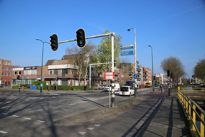 De verkeerslichten op het kruispunt Boerendijk-Hoge Rijndijk worden in de week van 29 april vervangen.