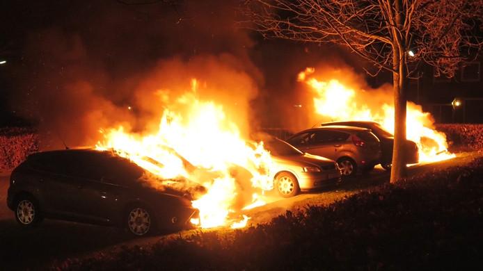 Uitgebrande auto's aan de Daniëlsweg in Nijmegen.