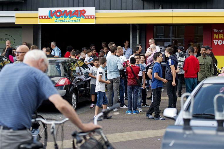 Rond de Vomar supermarkt in de wijk Poelenburg, een populaire hangplek, waren geregeld problemen. Beeld ANP