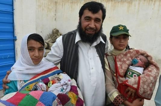 Khilji met twee dochters en zijn twee jongste aanwinsten.