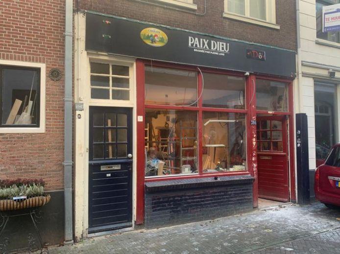 Een shotjesbar in Delft past natuurlijk perfect in de Kromstraat.
