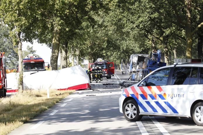 Bij een ongeval op de N277 bij Wilbertooord is vrijdagmiddag een dode gevallen.