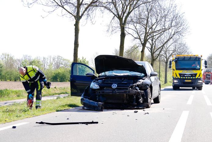 De bestuurders zijn niet zwaargewond geraakt er was daarentegen wel veel blikschade.