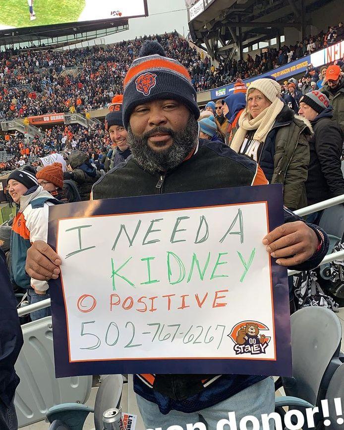 Marcus Edwars vraagt om een nier tijdens voetbalwedstrijd