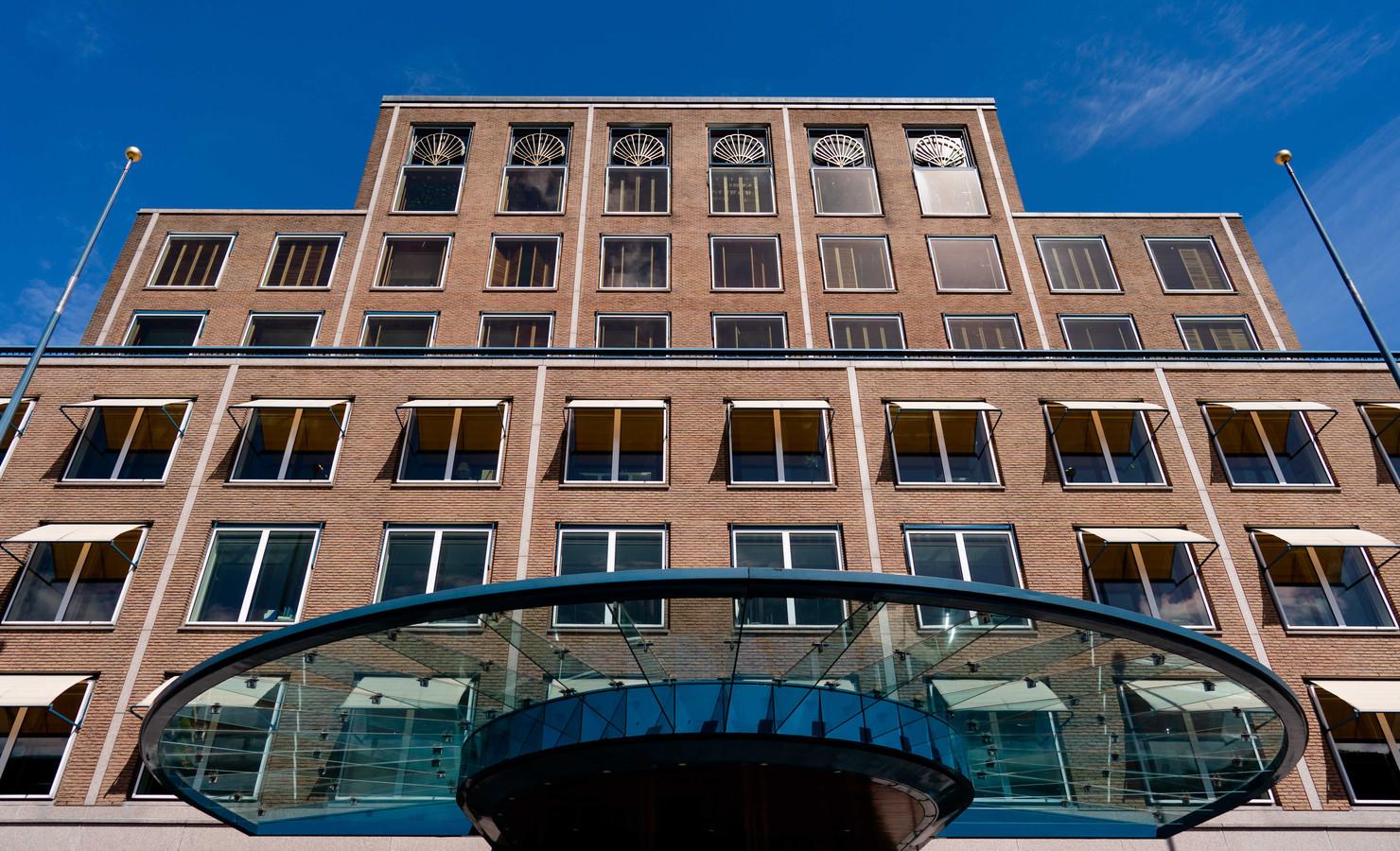 Het hoofdkantoor van Shell in Den Haag. Met alle uitbreidingen van de afgelopen 100 jaar is het complex een stadje geworden in de wijk Benoordenhout.