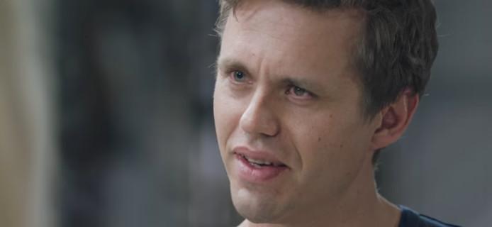 Een still uit de video waarin Koen vertelt over zijn ervaring als veroorzaker van een dodelijk ongeluk.