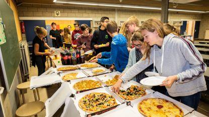 Pizzafestijn voor leerlingen die in winter met fluohesje naar school kwamen