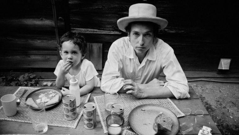 Bob Dylan met zoon Jesse (1968). Beeld ©Elliott Landy / Magnum Photos