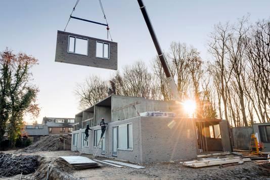 Slokker bouwt in sneltreinvaart woningen in Ermelo. Het bedrijf is nu in opspraak geraakt vanwege ernstige gebreken bij deze huizen.