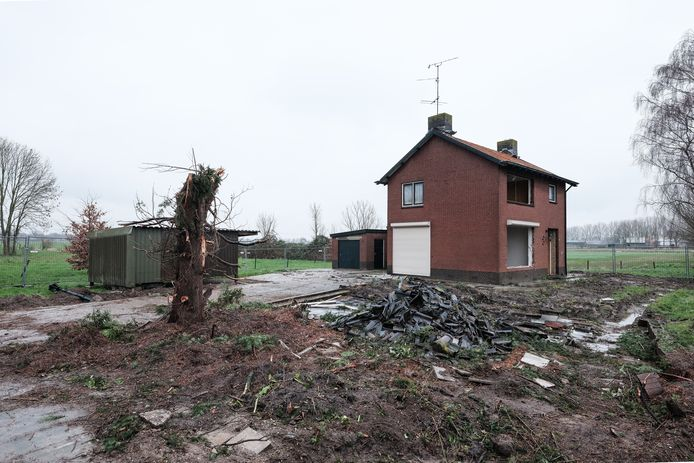 De sloop van de woningen bij Groessen is begonnen. Foto: Jan Ruland van den Brink