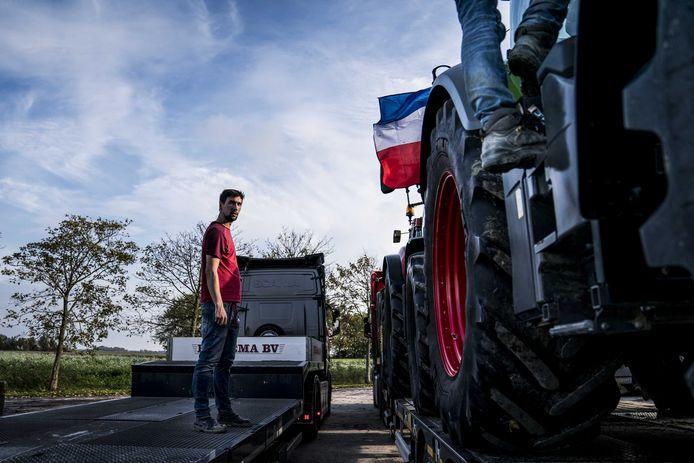 Agrarier Niek is bezig met voorbereiding voor het boerenprotest. De boeren willen demonstreren tegen onder meer de stikstofaanpak van de overheid.