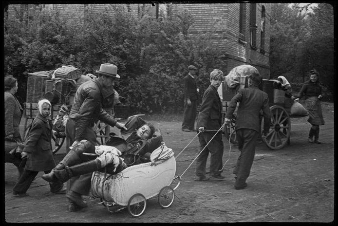 Op de expositie zijn onder meer unieke beelden te zien van militairen die na de oorlog naar huis terugkeren.