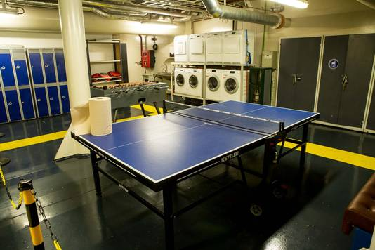 Daarnaast is er ook een tafeltennis en tafelvoetbal en ook een wasruimte.